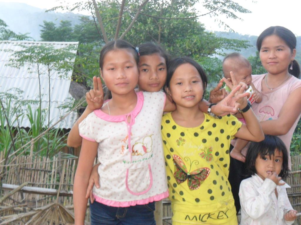 Các em nhỏ người Thái ở Nghệ An